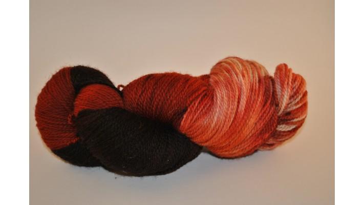 Écheveau de laine fingering 100% merino coloris rouille
